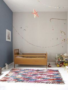 Une chambre d'enfant inspirante, tapis coloré, cote-enfants.com | kid's Bedroom, Colorful rug | #architectureintérieure #interiordesign #décoration