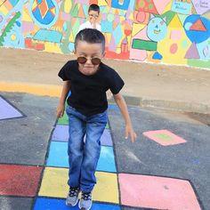 Talleres creativos de pintura por las calles Capri Pants, Painting, Fashion, Mural Painting, Creativity, Moda, Capri Trousers, Fashion Styles, Painting Art