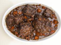 Queue de boeuf confite au vin rouge - Recette de cuisine Marmiton : une recette