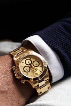#montre #watch #time #temps #luxe #luxury #elegant #man #homme #gold #doré #or #blue #bleu #style #classique #present www.hoyde.net