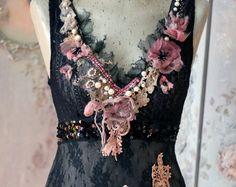 Verblasste Blumen Top, -böhmische romantisch, Sz-S verändert Couture, Stickerei und Perlen Details, alte Spitzen