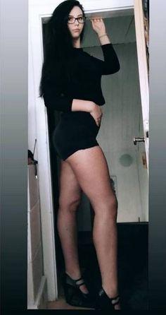 women taller than doorways by astrofos on DeviantArt Beautiful Legs, Beautiful Women, Vaquera Sexy, Look Body, Tall Women Fashion, Tall People, Long Tall Sally, White Girls, Tall Girls