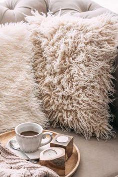 Seleccione cómo crear una funda de almohada de punto grueso en menos de una hora de ideas para tejer Shag Rug, Wordpress, Geek Stuff, Rugs, Knitted Pillows, Cover Pillow, Weaving, Slipcovers, Create