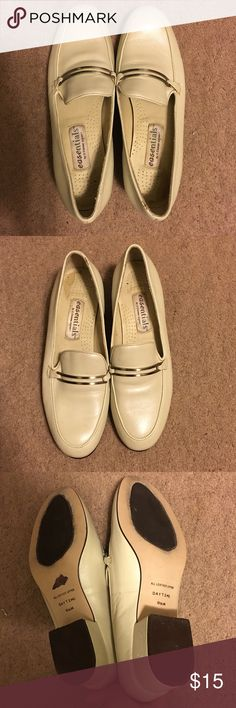 Easentials by Ettiene Aigner Off White Shoes Given to me as a gift a long time ago but didn't end up fitting me, needs a new, loving home! ⛔️ NO TRADES, NO PAYPAL, NO MERCARI, NO HOLDS ⛔️ smoke free, pet free home 😊 let me know if you have other questions 😊 PLEASE MAKE OFFERS THROUGH THE OFFER BUTTON.😊 Etienne Aigner Shoes