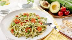 RAW cukinové rezance s avokádovou omáčkou Spaghetti, Ethnic Recipes, Food, Essen, Meals, Yemek, Noodle, Eten