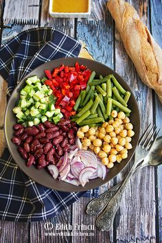 CIOCOLATA DE CASA - Edith's Kitchen Edith's Kitchen, Kiwi, Hummus, Cobb Salad, Bacon, Cheesecake, Food, Pies, Cheesecakes