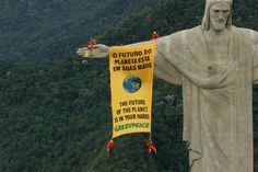 Greenpeace activists unfurl a banner from the famous Christ the Redeemer statue in Rio de Janeiro during the Convention of Biological Diversity (CBD) in Curitiba, Brazil to call on governments to protect global biodiversity. 03/16/2006/ Daniel Beltrá