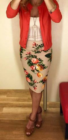 It is simply impossible to go wrong with a floral Cassie skirt! It is simply impossible to go wrong with a floral Cassie skirt! - My Accessories World Office Outfits, Casual Outfits, Cute Outfits, Work Outfits, Outfit Work, Jean Outfits, Outfit Des Tages, Cassie Skirt, Professional Attire