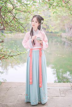 重回汉唐 桃花流水 原创设计汉服女日常绣花交领齐腰襦裙对襟褙子