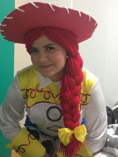 Yarn Wig tutorial Here's Jessie!Here's Jessie! Jesse Toy Story Costume, Toy Story Halloween Costume, Toy Story Costumes, Family Costumes, Cumple Toy Story, Festa Toy Story, Jessie Toy Story, Jessie Halloween, Halloween Ideas