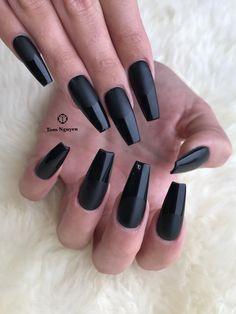 Black matte and glossy tips by Tom Nguyen @nailstudiobytom