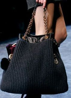 NY Spender: Dolce & Gabbana's Knitted Handbags For knitting inspiration. Crochet Tote, Crochet Handbags, Crochet Purses, Knitting Accessories, Knitted Bags, Knit Bag, Handmade Bags, Beautiful Bags, Fashion Bags