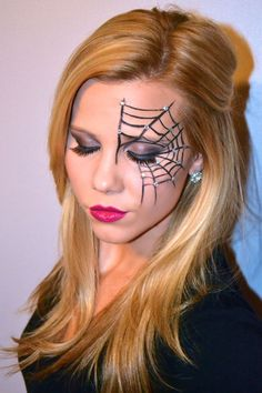 Halloween Make-up, Halloween Spiderweb Eyeliner Tutorial, Halloween Make-up Videos Halloween Spider Makeup, Spider Web Makeup, Halloween Makeup Looks, Spider Web Costume, Witch Makeup For Kids, Spider Witch Makeup, Eyeliner Tutorial, Halloween Bonito, Costume Makeup