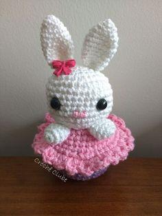 Veja essa receita de coelho e cupcake amigurumi grátis para criar uma peça linda para vender ou presentear na Páscoa crianças e adultos.