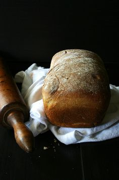 We REALLY want to make our own bread. Maybe I'll put a standing mixer on my Christmas list <3. Fresh Baked Honey Wheat Bread / Image via: local milk #cozy  #recipe