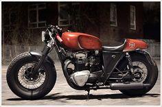 Kawasaki W650 By Brauchis Bikes          ♠ http://milchapitas-kustombikes.blogspot.com/