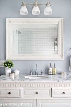Tips for Designing a Small Bathroom I love this bathroom! Gorgeous finishes and brilliant ideas for space-efficient solutions at I love this bathroom! Gorgeous finishes and brilliant ideas for space-efficient solutions at Grey Marble Bathroom, Gray Marble, Marble Quartz, Marble Bathrooms, Gold Bathroom, Marble Top, Bathroom Lighting Design, Bathroom Colors, Bathroom Ideas