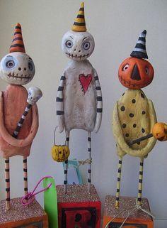 New craft paper Make Art Dolls ideas - Halloween Suggestions Retro Halloween, Clown Halloween, Holidays Halloween, Halloween Crafts, Holiday Crafts, Holiday Fun, Halloween Decorations, Halloween Images, Halloween Pumpkins