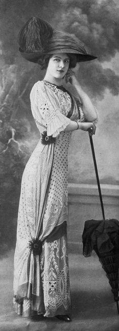 Dress for the races by Margaine-Lacroix, photo by Félix, Les Modes July 1910.