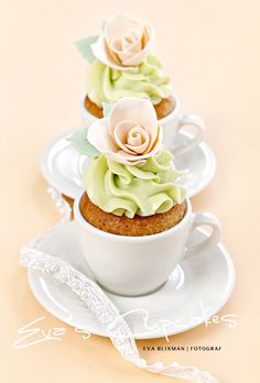 This probably is the prettiest cupcake ever!  This ladys cupcakes are amazingly cute! by Eva Blixman