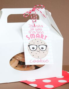 Thanks to you I'm one smart cookie printable tag Teacher Treats, Teacher Gifts, Teacher Stuff, Smart Cookie Printable, Free Printable, Craft Gifts, Diy Gifts, Happy Home Fairy, One Smart Cookie