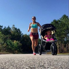 """Doing life RIGHT!!! Here is @chelseylovestorun setting an example for fit moms everywhere! Double tap if you're a fan!! @womensrunningcommunity  Before all you ladies get all fixated on my previous post zoom in go """"oh my gosh she's so skinny"""" or """"look at her stomach"""" here is a front shot.  I have zero abs because 1. I GREW a human! Seriously ladies that is dang awesome! And 2. I eat! So even though I'm the legit definition of what folks call """"skinny fat"""" I'm OKAY with it. I'm not toned…"""
