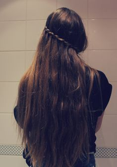 Long brunette hair with unique braid Long Red Hair, Very Long Hair, Braids For Long Hair, Pretty Hairstyles, Straight Hairstyles, Braided Hairstyles, Long Brunette, Brunette Hair, Beautiful Long Hair
