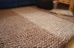 Gestrickter Teppich aus NewLine-Textilos mehr infos zum stricken von Teppichen aus textilgarn finden Sie hier: http://www.textilo-shop.de/shop/anleitungen/anleitungsheft-strickteppiche-detail.html