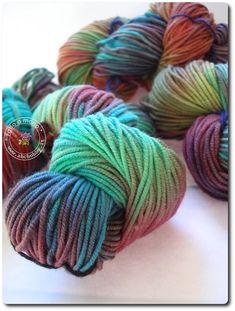 Filatura fa rima con tintura Detto questo come potevo resistere alla tentazione di provare a tingere la lana?? Un ottimo libro è questo, spiega passo passo con tante foto come tingere la lana in diversi modi. ...