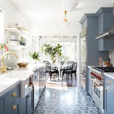 Color scheme perfection from the amazing   @ em_henderson and @ ginny_macdonald. What's your favorite part of this kitchen?