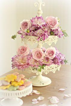 Shabby Chic Home Decor Shabby Vintage, Vintage Decor, Shabby Chic Homes, Shabby Chic Decor, Casas Shabby Chic, Shaby Chic, Arte Floral, Pink Roses, Floral Arrangements
