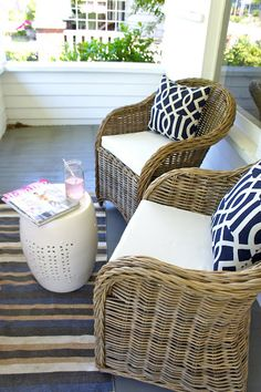 Best Ideas For Small Deck Furniture Layout Chairs Front Porch Chairs, Front Porch Seating, Front Porch Furniture, Small Front Porches, Patio Seating, Small Patio, Porch Table, Front Verandah, Patio Roof