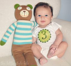 baby month by month stickers #preparingforbaby via The Little Style File