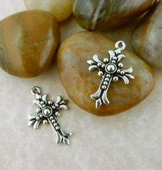 4 Antique silver Tierra Cast brand Fleur De Lis Cross Charms, pendants…