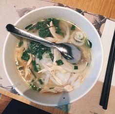 [I ate] Lemongrass Chicken Pho http://ift.tt/2kTsRJS #TimBeta
