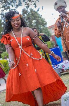 Beautiful ruracio dress idea. African Bridal Dress, African Print Wedding Dress, Best African Dresses, Royal Blue Bridesmaid Dresses, African Wedding Attire, African Fashion Ankara, African Print Fashion, Bridesmaids, Traditional Wedding Attire