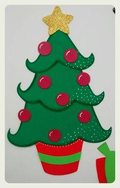 Painel de natal para decorar escolas ou qualquer outro ambiente que desejar. Esse painel tem um tamanho ideal para espaços com cerca de 1,10m x 1,10m. Medida das peças que compõem o painel: Árvore 35 x 54 cm Presentes 12 x 15 cm Papai Noel com renas 103 x 42 cm