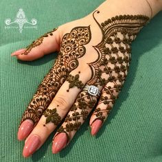Many stylish Mehndi Design that will captivate your heart and mind. Come on, celebrate the beauty of Mehndi Design Back Hand Yarn - lace netted, peacocks,