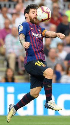 Barcelona's Argentinian forward Lionel Messi controls the ball during the Spanish league football match between FC Barcelona and SD Huesca at the Camp Nou stadium in Barcelona on September Erstklassige Nachrichtenbilder in hoher Auflösung bei Getty Images Fc Barcelona, Lionel Messi Barcelona, Lional Messi, Messi Soccer, Messi And Ronaldo, God Of Football, Best Football Players, Football Match, Lionel Messi Biography