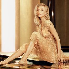 🌹Before they Turn the Light's Out. Charlize Theron, sublime muse du parfum « J'adore Absolu Couture Christian Dior, Charlize Theron Style, Atomic Blonde, Jessica Chastain, How To Pose, Nicole Kidman, Cool Costumes, Sexy Women, Celebs