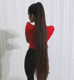 This almost knee-length hair should be cut off a nice piece. She would still look or even better and sexy✂️✂️✂️✂️✂️✂️ Long Thin Hair, Really Long Hair, Grow Long Hair, Long Hair Cuts, Long Hair Styles, Long Face Hairstyles, Haircuts For Fine Hair, Black Women Hairstyles, Straight Hairstyles