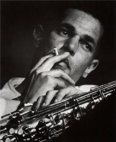 El 27 de febrero de 1923 nació en Los Ángeles, Estados Unidos, Dexter Gordon, uno de los saxofonistas tenor más importantes de la historia del jazz. Además de su gran virtuosismo como músico, fue uno de los primeros que en su día abrazó la estética musical del lenguaje bebop, adaptándola a su instrumento.