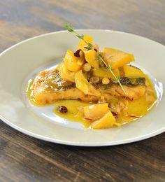 Kapr po pernštejsku — Kluci v akci — Česká televize Thai Red Curry, Baked Potato, Treats, Baking, Ethnic Recipes, Food, Sweet Like Candy, Goodies, Bakken
