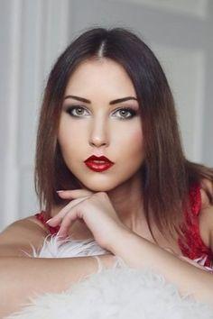 💕 Egy nőtől gyakran azt kérdezik, hogy hova szeretnének menni egy randevúra, de habozik, elfogadja az összes randiot, ha nem tagja a baráti körnek. A férfiaktól elvárják, hogy az első nagyobb döntést hozza a kapcsolatokban. Férfi és női barátai egyaránt tanácsot adnak neki a megfelelő partner kiválasztásában. Ő választ egy nőt, aki megegyezik választásával. Idővel ki kell választania a randevúhoz megfelelő nőt. Brown Bodies, Green Hair Colors, Body Types, Eye Color, Body Shapes, Eyeshadows