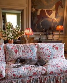 From the wonderful 🌿🌿🌿 I love, love, love their wonderful collection of fabrics, wallpaper, and furniture and can't wait to… English Country Decor, Country Charm, Country Style, Cosy Home, English Interior, English House, Lounge, Cottage Interiors, Home Decor Inspiration