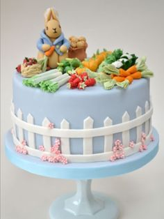 London Luxury Wedding Cakes and Wedding Cupcakes, wedding cake pictures~Beatrix Potter cake, Peter Rabbit. Pretty Cakes, Cute Cakes, Beautiful Cakes, Amazing Cakes, Peter Rabbit Cake, Peter Rabbit Birthday, Party Fiesta, London Cake, Novelty Cakes