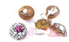 Cupcakes de chocolate en el relleno, la masa y la cobertura