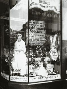 Live model in the window of a Kresge's five-and-dime store, 1920s (reminisce.com) #vintage #history