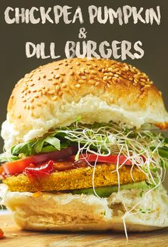 Fill up with a special VEGAN BURGER! Vegan Vegetarian, Vegetarian Recipes, Healthy Recipes, Vegan Foods, Healthy Food, Hot Dogs, Whole Food Recipes, Cooking Recipes, Dinner Recipes