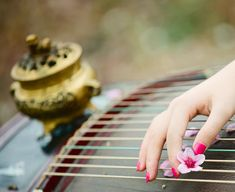 Music girl art instruments ideas for 2019 Gift For Music Lover, Music Gifts, Music Cover Photos, Apricot Blossom, Oriental, Hand Pictures, Music Tattoos, Hanfu, Jolie Photo
